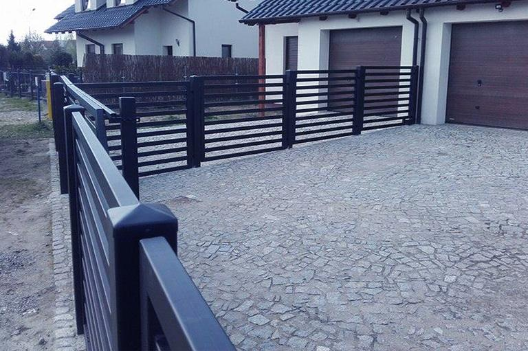 Stalowe ogrodzenie